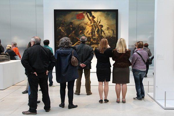 Existen dos sucursales del Museo del Louvre