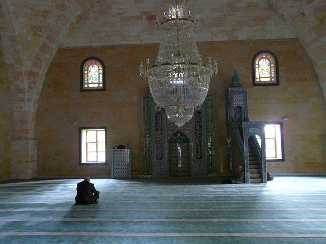 Respetar las costumbres de las mezquitas de culto