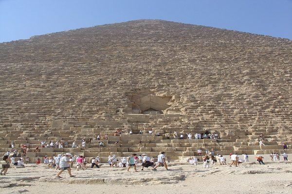 Escalar las pirámides está penado