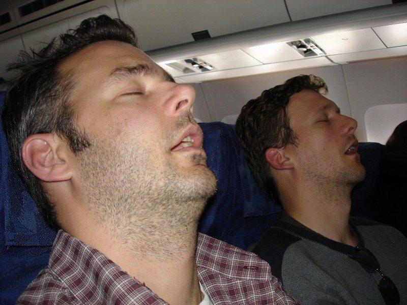 Aprovecha para dormir en el avión